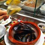 バル・イスパニヤ - ムール貝の白ワイン蒸し  1000円