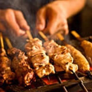 認定焼師が丹精込めて焼き上げます!炭火焼鳥を是非ご賞味あれ♪