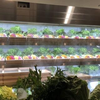 おかわり自由!提携農家の新鮮野菜をお楽しみ下さい。