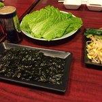 焼肉石岡苑 - サンチュ、韓国海苔、ナムル