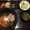 炭火焼肉 謙 - 料理写真:ランチ 肉もり丼(4種類:ハラミ(タレ)・牛ハツ(みそ)・豚トロ(塩)・サムギョプサル(ピリ辛)) 1000円 (2018/11)