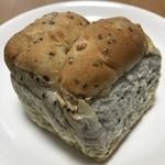 パフォンテ - 黒ごまと大麦のパン ハーフ