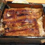 海久良 - 鰻重(上)(1,900円)は安いかも