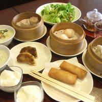 おきらく厨房 桃桃茶寮 - ランチタイム一番人気のレディースセット。デザート、中国茶までついちゃいます!