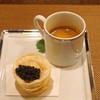レンゲ - 料理写真:アミューズ  上海蟹のビスク ミモレット入り と 上海蟹ミソのカスタードの揚げ餃子 オシェトラのキャビアを添えて