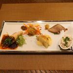 レンゲ - 前菜盛り合わせ  豚小腸の唐揚げ 酸菜で、冷製の豚タン、真鱈の白子のマリネ 八角の香り、蕪のオランデーズ 鮎のハムユイで、四川風 よだれ鶏