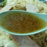 徐州楼 - ワンタンメン(大)(850円)~スープ