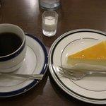 コスモス - チーズケーキセット@750円