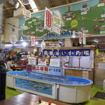 97039870 - 函館といえばイカ刺しが有名ですが、今回は安価にイカ釣り&イカ刺しが楽しめる「函館朝市 駅二市場 活いか釣り広場」へ。