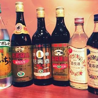本場を感じるべく、お酒は種類豊富な≪紹興酒≫と≪果実酒≫で。