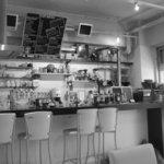 ROASTERS CAFE MANO+MANO - モノクロにしてみました♪