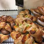 ベーカリー89 - 料理写真:少し柔らかめのフランスパン。