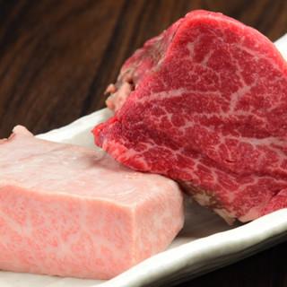 陶板で調理する極上の伊賀牛を秘伝のタレでご堪能ください