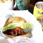 ラッキーピエロ - 料理写真:チャイニーズチキンバーガー ラキポテと本物ウーロン付きセット ¥650を。
