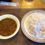 インド料理店グローリー&バー - ラジマカレー&バスマティライス