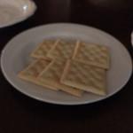 Thira - ☆クラッカー。キャビアとチーズを乗せていただきます。
