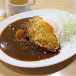 キッチンヨッチ - ハムカツカレー(750円)+目玉焼き(100円)