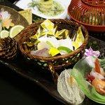 9707312 - 夕飯:季節の魚盛り合わせ(全体)