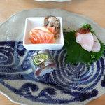 ごはん屋 今ここ - サーモンとキノコ。〆鰆、炙り秋刀魚