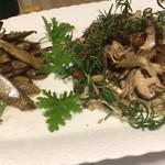 ミルナーナ - 前菜3種(左が焼きゴボウ、右がきのこマリネ)
