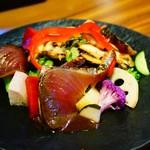 旬穀旬菜 - 八幡浜産直送のカツオ よろしいたけと辻井農園のパプリカ サラダ仕立て