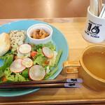 ヴィーガンカフェ タロ - 米粉パンのランチプレート
