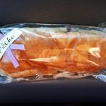 97083644 - コッペパン(つぶあんバター) 商品シールではラウンドパン