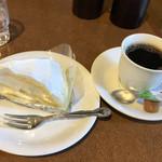 カフェ ヴァーチュ - ケーキセット680円
