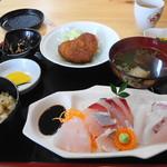 相島地域産物展示販売所 丸山食堂 - 刺身定食(1280円)