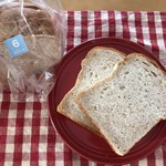 97085460 - 全粒粉の食パン。