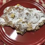 97085462 - クロワッサンオンザマンド。甘め。かなりの食べ応え。アーモンドスライスと粉砂糖、アーモンドクリームの入ったクロワッサン。