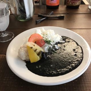 バッボ - イカスミの黒カレー。 税込1050円。 美味し。