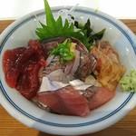 久遠 - 料理写真:鮪の漬けと旬魚の海鮮ちらし