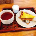 カフェ・フェロー - 紅茶とかぼちゃのチーズケーキ