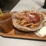 カフェ サルバドル ビジネス サロン -
