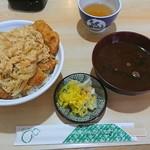 いとう - 料理写真:カツ丼&赤だし&浅漬(たくあん)