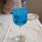 アマルフィイ・モデルナ - オリジナルカクテル 青のどうくつ 700円