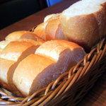 イル・カミネット - 【パン】3人前の分量・おかわりは有料