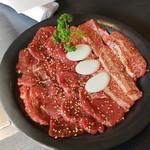 焼肉 一龍 - 料理写真:ロースとカルビ