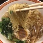97102718 - 醤油らーめん  麺  リフト