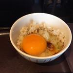 釜揚げうどん 鈴庵 - とり天セットについてる卵と麦めしでTKG♡