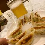 夜来香 - 生ビールと餃子セット 700円