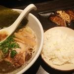 麺や 一心 - 料理写真:焦がし豚骨醤油ラーメン♪、ご飯、餃子