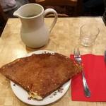La Creperie de Josselin - たっぷりのチーズに卵、ハムやフレッシュトマト入りのガレットMORBIHANNAISE12.5ユーロ