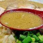 ラーメン サカモト - このスープの中に煮干粉いっぱい