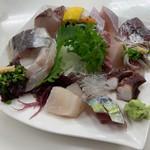 おかもと鮮魚店  - 料理写真:刺身盛り合わせ(一人前)