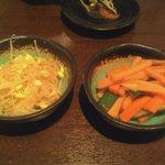 日本橋焼餃子 - 豆もやしとザーサイ