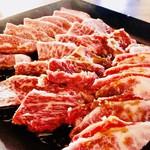 神祗院 - 極上近江牛を七輪で焼くと豊潤な味になります。