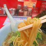 ラーメン山岡家 - 朝ラーメン以外は太麺です
