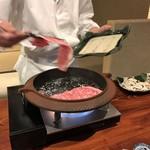 97133456 - お肉を焼いてます